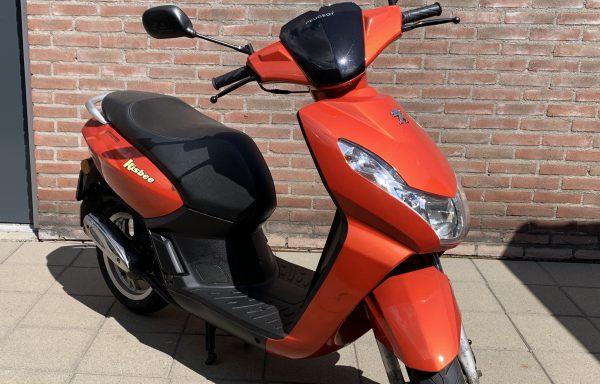 Peugeot Kisbee – Oranje | 45 km/h